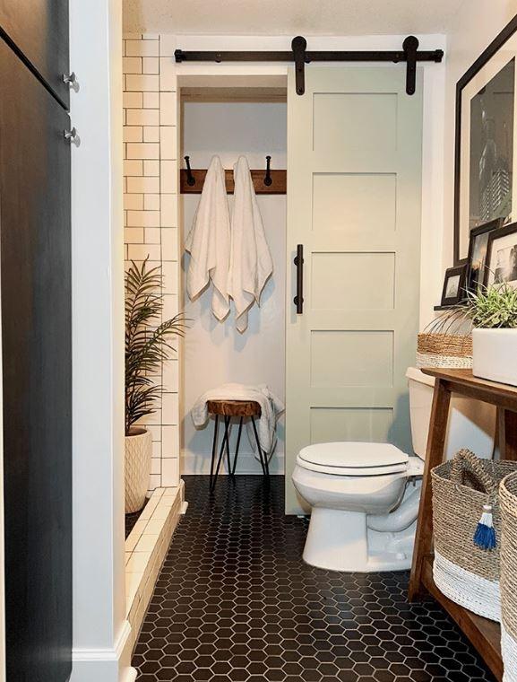 """Phòng tắm nhỏ đơn giản nhưng rất """"nên thơ"""""""